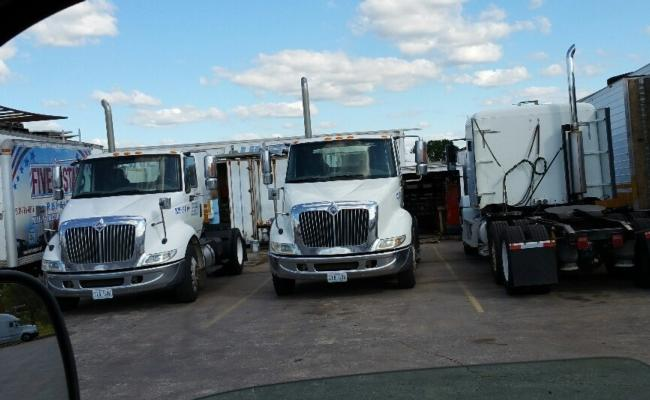 International, Navistar 8600 Single Axel Diesel Tractors. Matched Pair, Non Emissions Cummins, 10 Speed Road Ranger, Air-Ride. Solid White Paint, Virgin Radial Tires. Low Miles, 347K And 353K , Non Emission'S Tractors , Several To Choose From, 2 Units Left -  Hard To Find Single Axles On Air Ride. Approx. 355K Miles